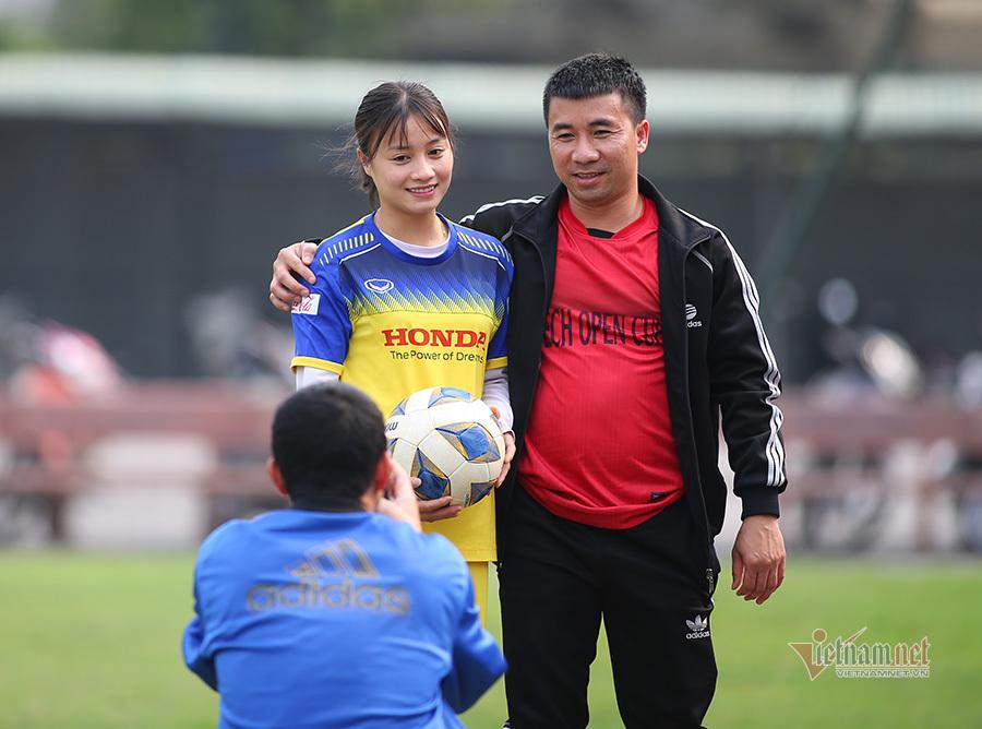 Thầy Park cổ vũ, tuyển nữ Việt Nam thua đậm đội cựu U23