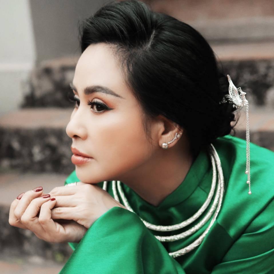 Diva Thanh Lam đẹp bất chấp thời gian ở tuổi 53