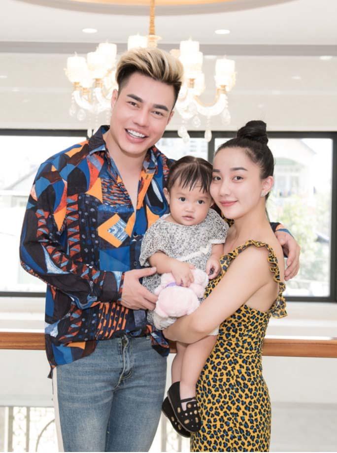 Vợ Lê Dương Bảo Lâm xinh đẹp, bản lĩnh trước thị phi giới tính của chồng