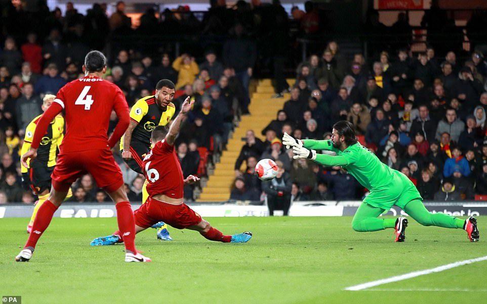 Watford tạo địa chấn, nhấn chìm Liverpool