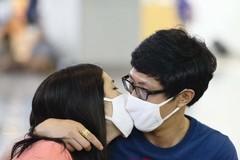 'Dịch bệnh chia cắt các đôi nhưng không thể ngăn cản tình yêu của họ'