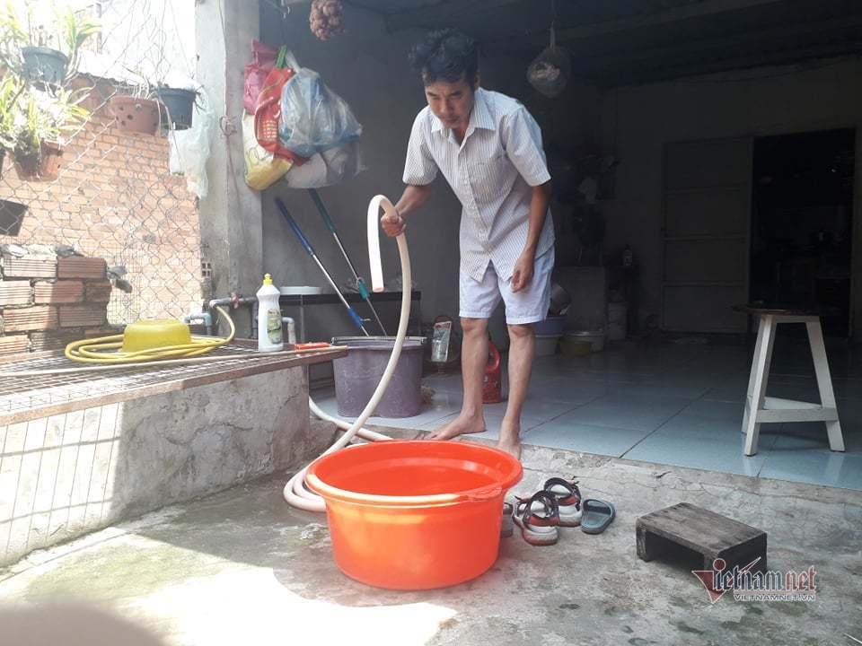 Cúp nước 6 quận ở Sài Gòn tới sáng nhưng quá trưa vẫn chưa có lại