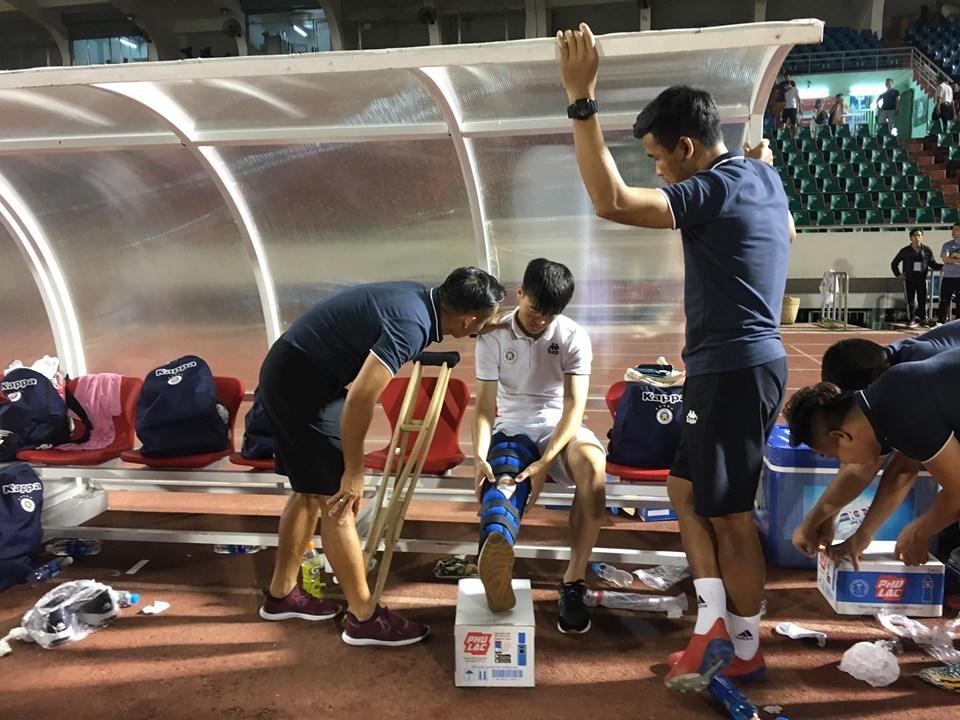 Duy Mạnh chấn thương nặng, nguy cơ lỡ trận gặp Malaysia