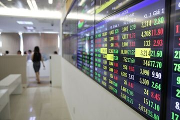 Market reverses course, but losses capped by gains in real estate stocks
