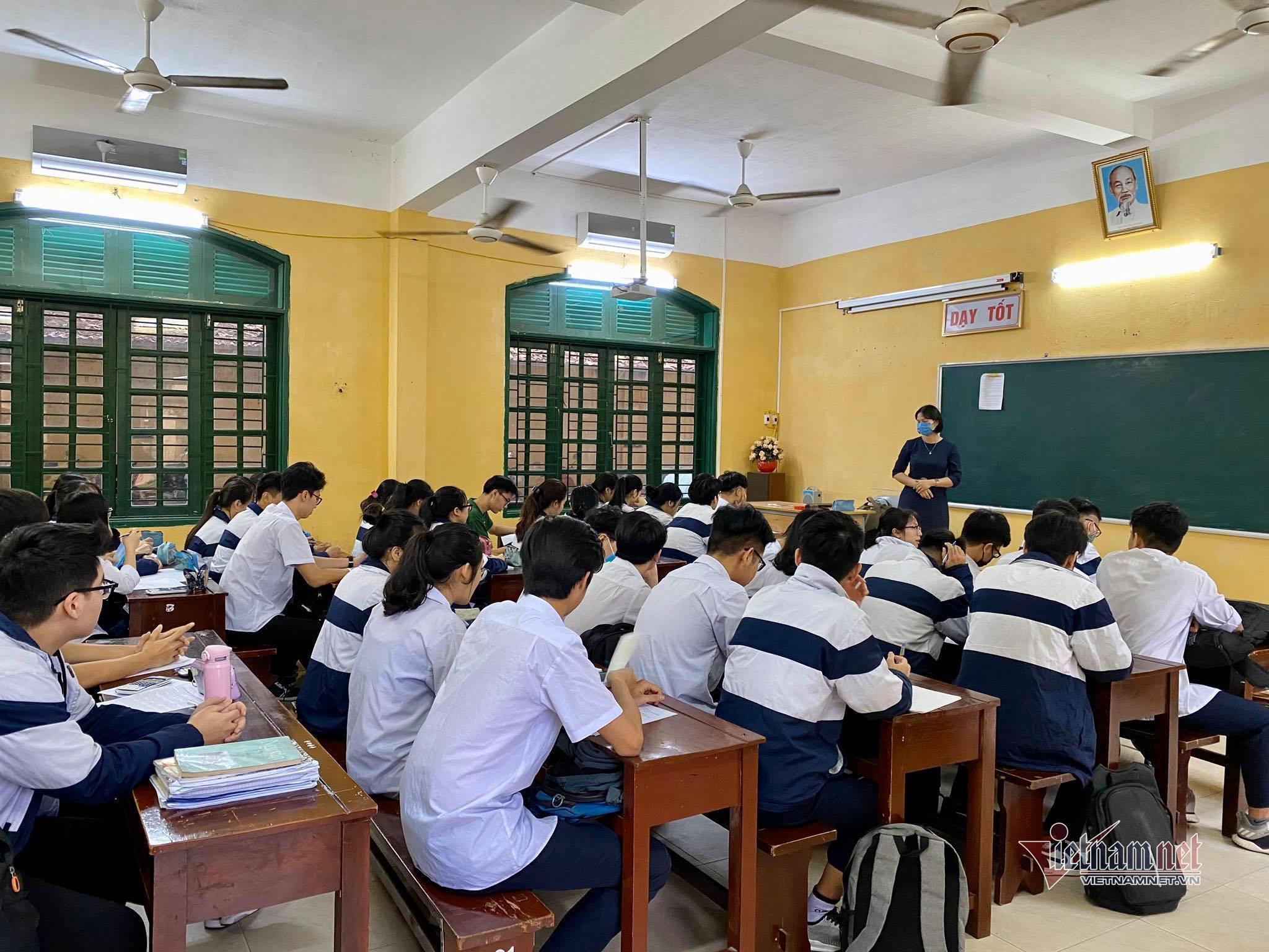 Học sinh 59 tỉnh thành trở lại trường sau đợt nghỉ Covid-19