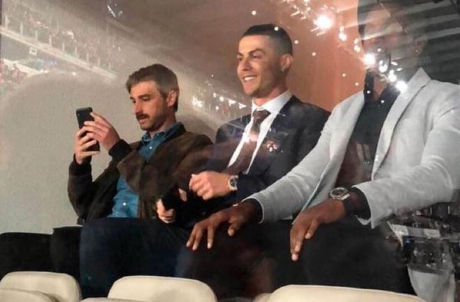 Ronaldo phấn khích khi chứng kiến Real đánh gục Barca