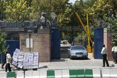 Anh sơ tán nhân viên khỏi sứ quán ở Iran vì Covid-19