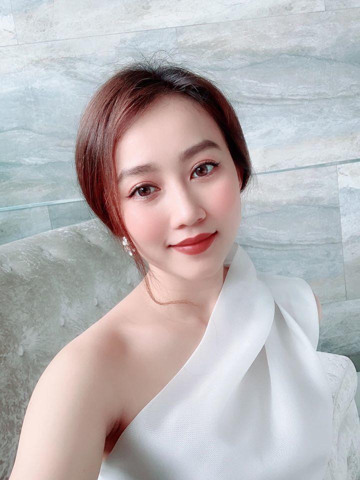 Vẻ gợi cảm của Hồng Loan - cô gái hơn 3 tuổi đang hẹn hò Tiến Linh