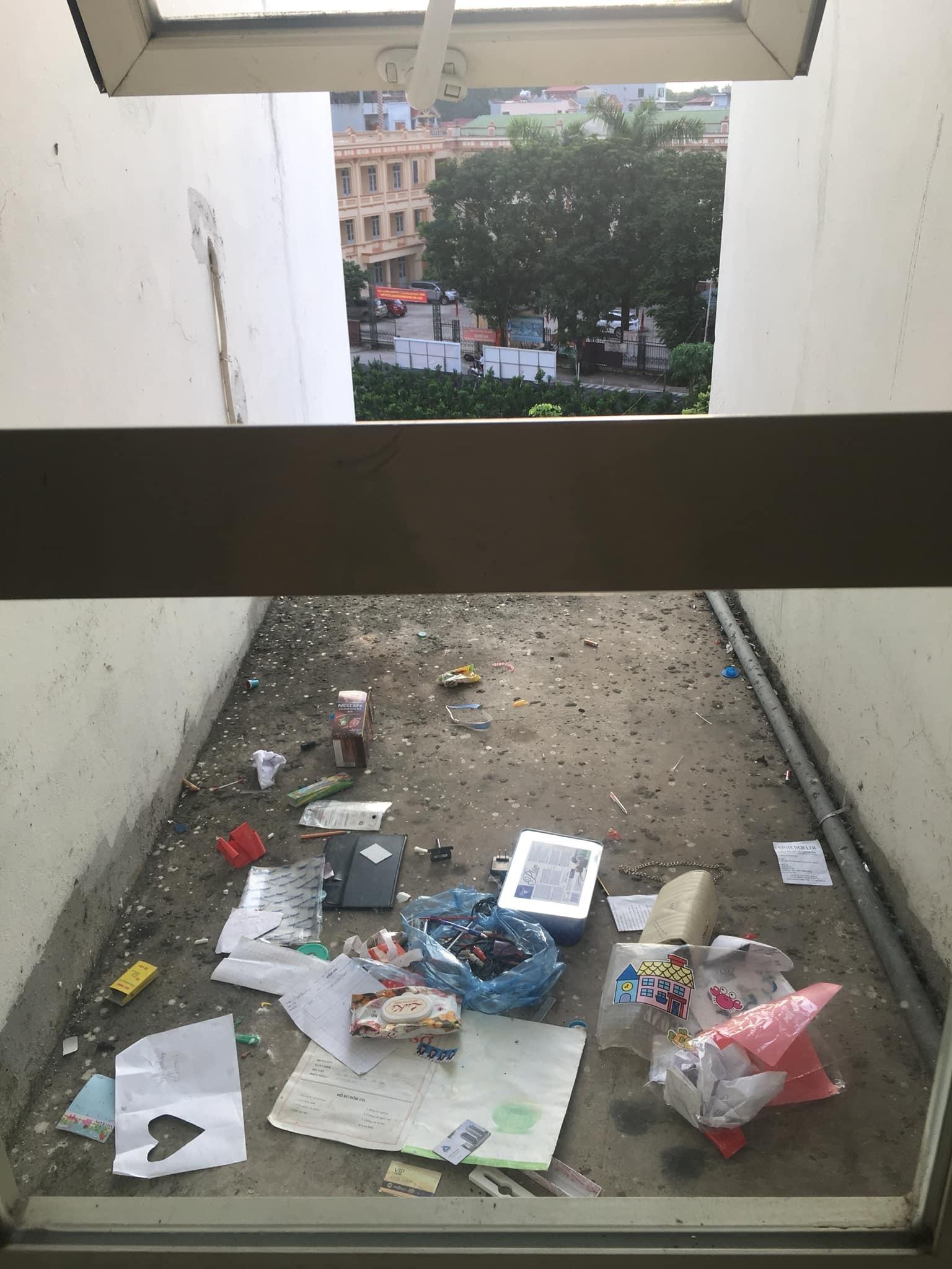 Dân chung cư than khổ vì rác thải giữa lưng chừng trời