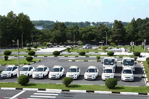 VN driving centres mobbed ahead of price hike