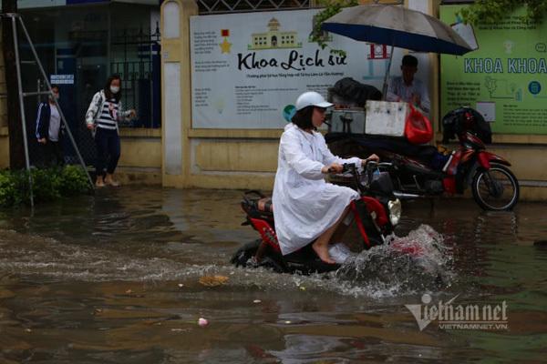 Đón gió mùa đông bắc, Hà Nội mưa to, trời chuyển rét