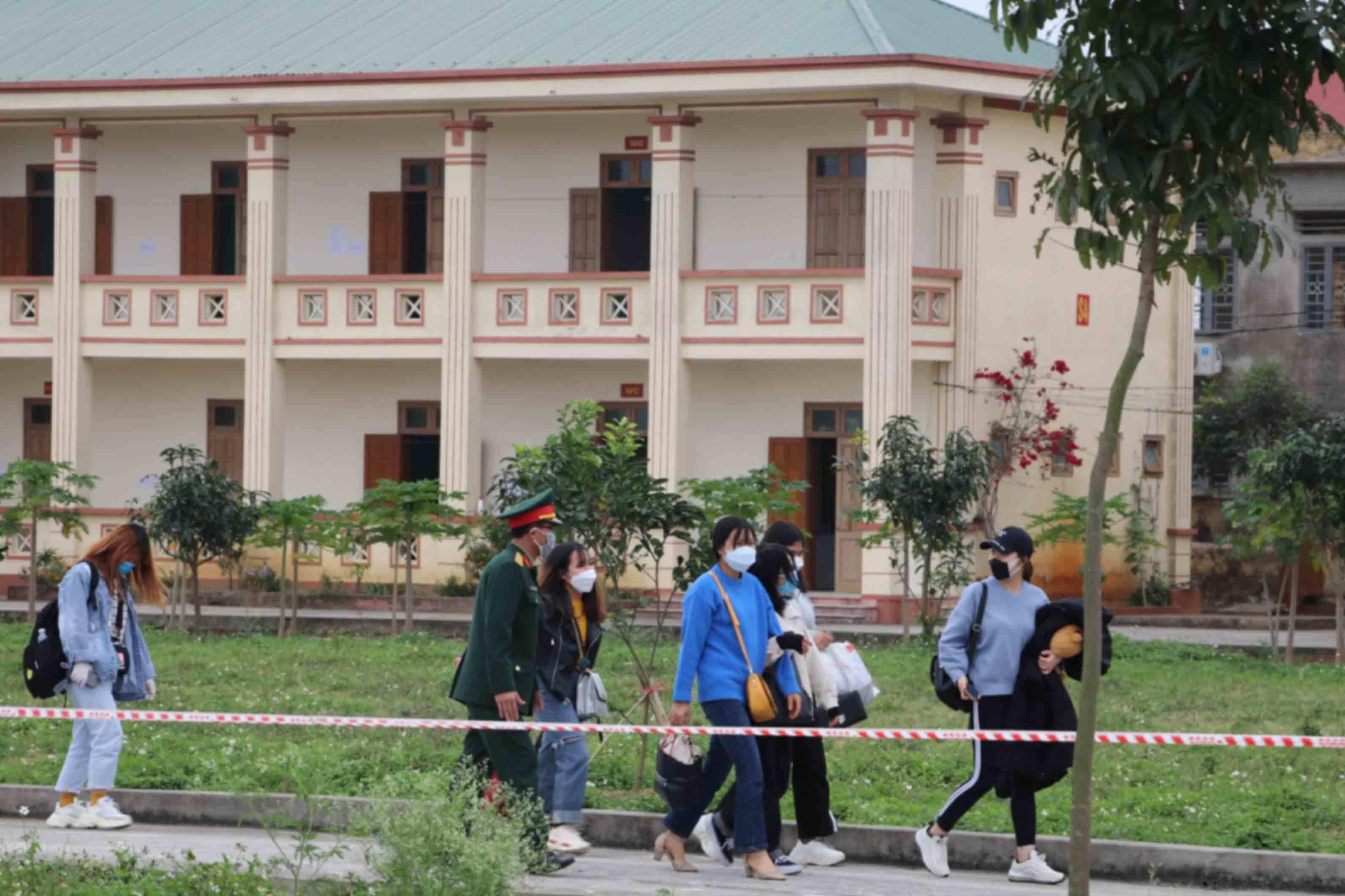 Lần đầu tiên gần 200 người về từ Hàn Quốc được cách ly ở Ninh Bình
