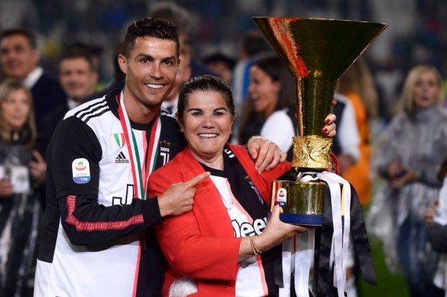 Mẹ Ronaldo nhập viện khẩn cấp vì đột quỵ