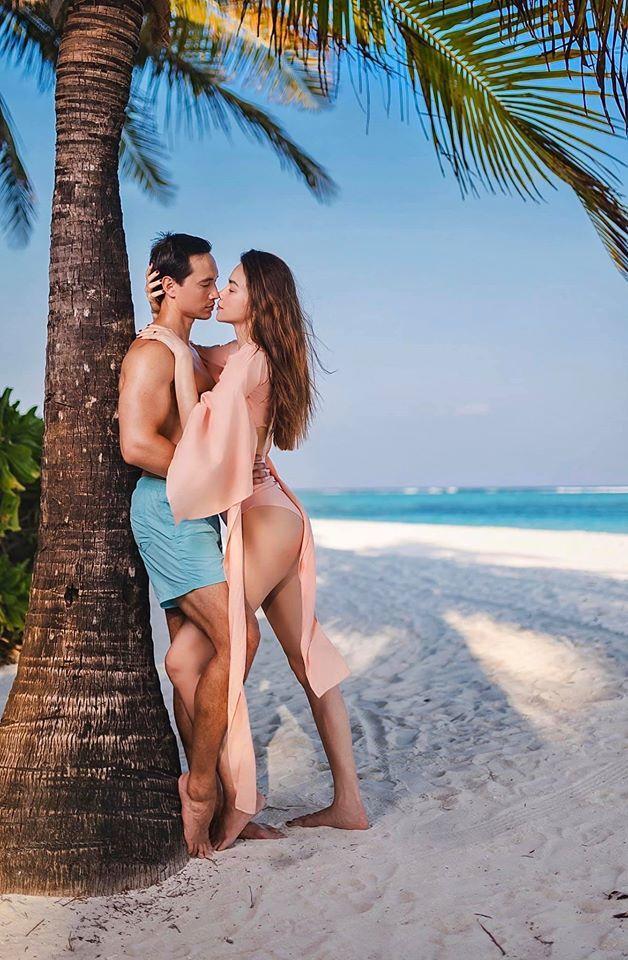 Mê mẩn với bộ ảnh ngoài biển của Hồ Ngọc Hà và Kim Lý