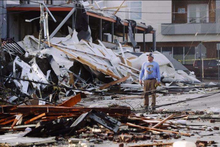 Bão lớn 'vùi dập' tiểu bang Mỹ, hàng chục người chết