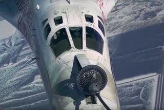 Video máy bay ném bom chiến lược Nga nạp nhiên liệu khi đang bay 600km/h