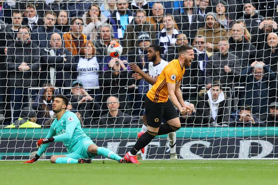 Tottenham khủng hoảng, Mourinho đã cạn ý tưởng