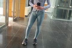 Gặp lỗi mặc nhạy cảm với quần bó chẽn như đàn ông Hàn, xử lý ra sao?