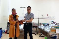 Trao 26 triệu đồng cho anh Nguyễn Văn Sản ghép sọ có cha bị tâm thần