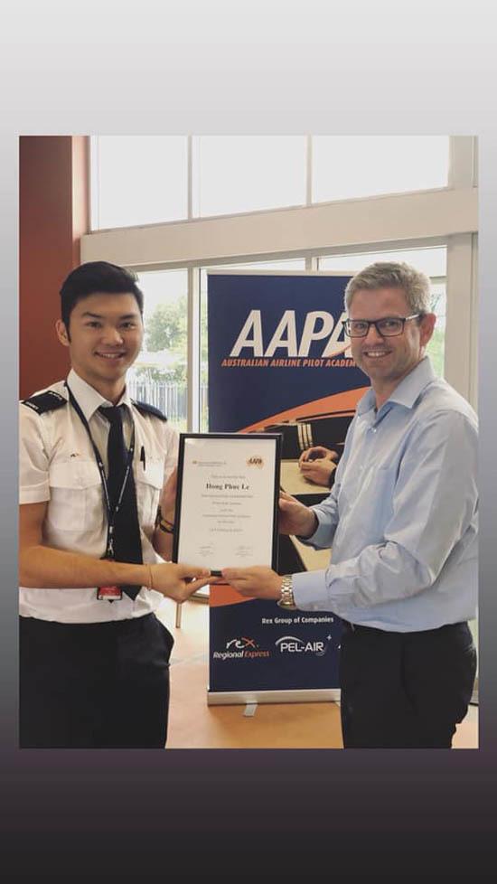 Con trai HLV Lê Huỳnh Đức sắp trở thành phi công
