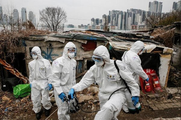 Hàng ngàn bệnh nhân Covid-19 tại tâm dịch Daegu thiếu giường bệnh