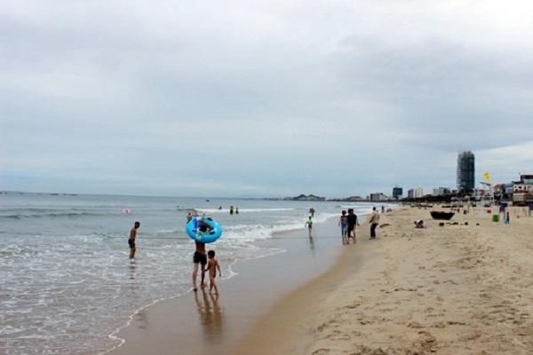 Cùng nhóm bạn đi tắm biển, bé trai 8 tuổi tử vong ở Đà Nẵng