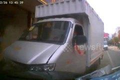 Đạp nhầm chân ga, xe tải đâm loạt phương tiện