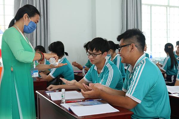 Cho 26 học sinh ở Kiên Giang nghỉ học vì dự đám cưới có chủ rể người Hàn Quốc