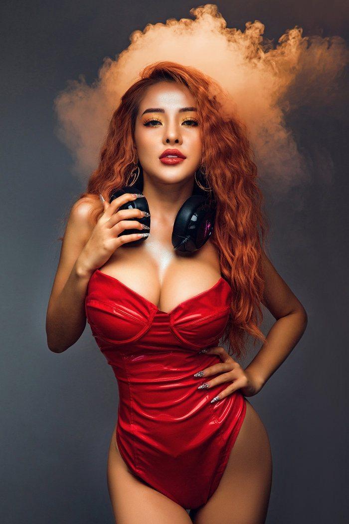 Ngân 98: Hotgirl với phong cách sexy, táo bạo