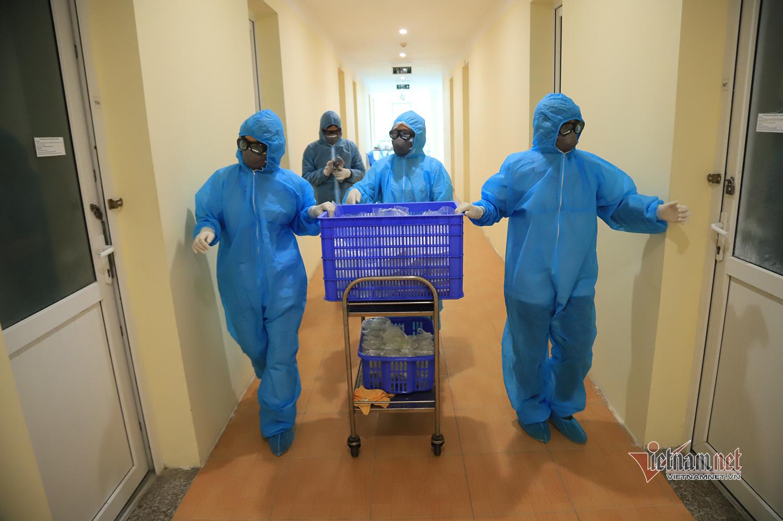 Tiếng gõ cửa trong khu cách ly bệnh viện Công an và suất cơm ấm lòng