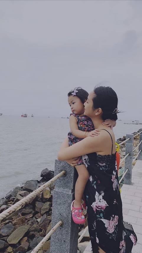 Con gái 3 tuổi xinh xắn của Lam Trường và vợ 9X
