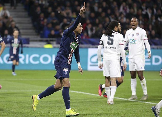 Mbappe tái hiện bàn thắng kinh điển của Maradona