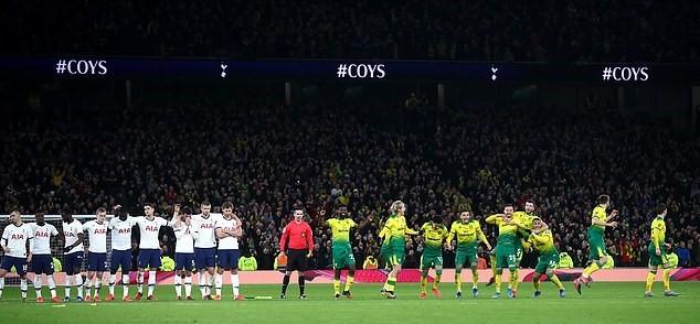 Tottenham và Mourinho thua cay đắng ở FA Cup