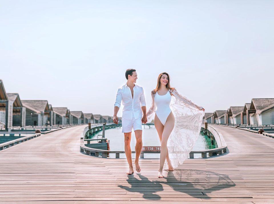 Hồ Ngọc Hà lại khoe 3 vòng nóng bỏng bên Kim Lý