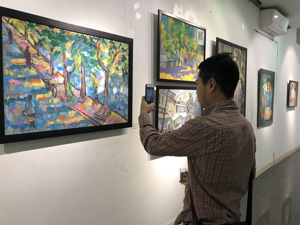 American painter tells colourful stories of Vietnam