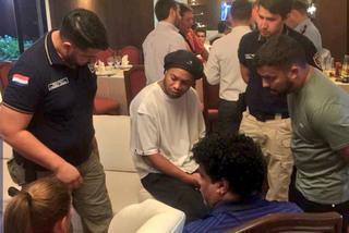 Ronaldinho được ra tù sau khi nộp 1,6 triệu USD