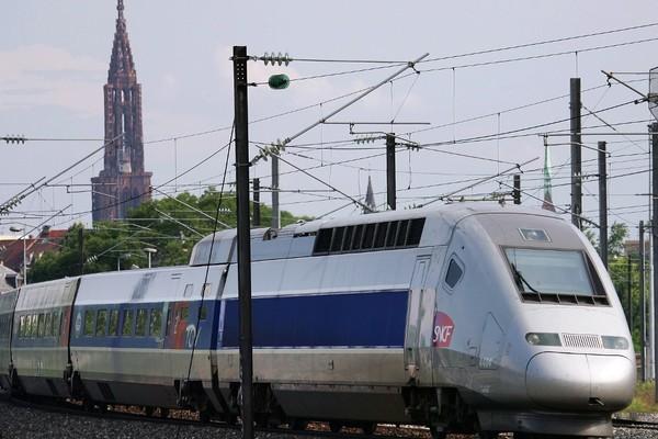 Tàu cao tốc Pháp trật bánh, hàng chục người bị thương