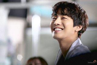 Ahn Hyo Seop tiết lộ nụ hôn trong tập cuối 'Người thầy y đức 2'