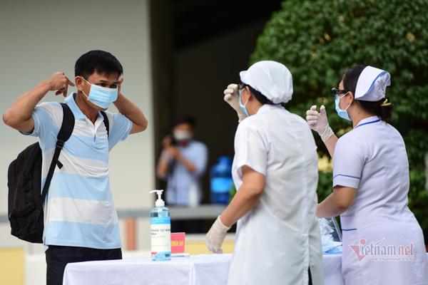 Bộ Y tế nâng mức cảnh báo, người dân không nên ra đường