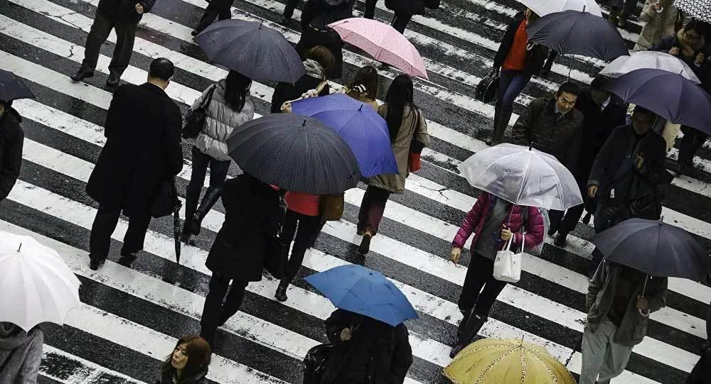 Hình ảnh mưa đen bí ẩn dội xuống nước Nhật