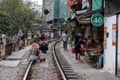 Tour agencies banned from bringing tourists to the train track cafe