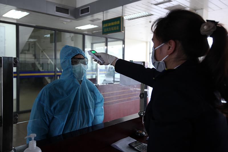 Đội lái xe đặc biệt thời chống dịch Covid-19 ở cửa khẩu Việt - Trung