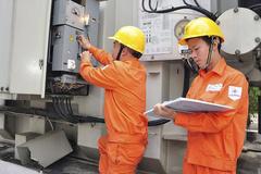 Dùng điện trên 700 số/tháng, chịu giá cao lo mà tiết kiệm