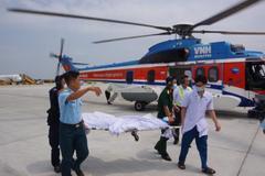 Trực thăng vượt biển đưa 2 bệnh nhân nguy kịch ở Trường Sa vào bờ