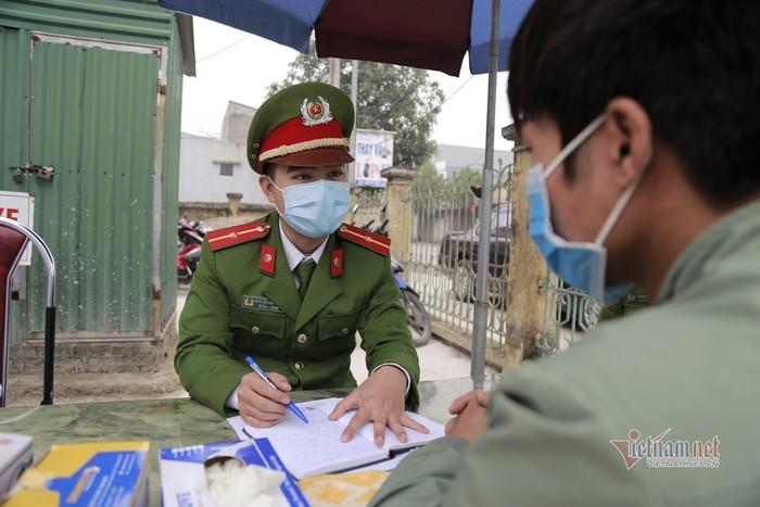 Bộ trưởng Tô Lâm khen 2 Thiếu úy hoãn đám cưới để chống dịch Covid-19