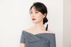 Dân mạng Việt bắt trend đặt son lên xương quai xanh khoe vai quyến rũ