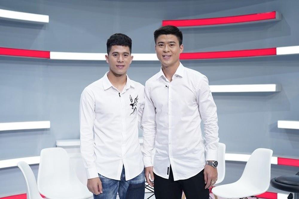 Duy Mạnh cùng Đình Trọng sang Singapore phẫu thuật