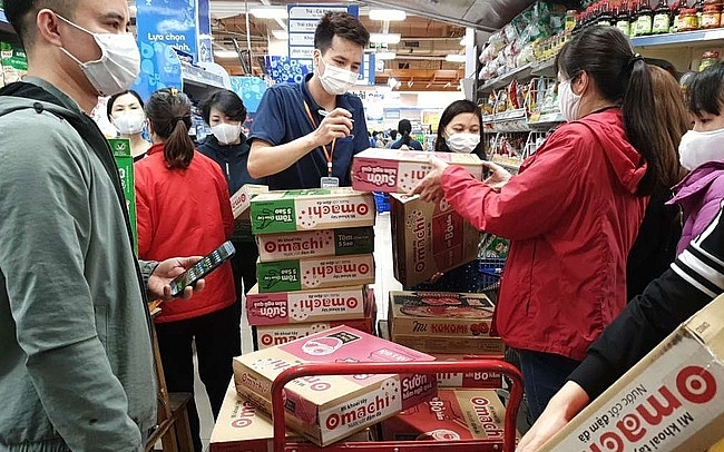 VN Trade Ministry confirms steady supply of consumer goods at supermarkets