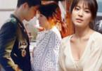 Song Joong Ki nhìn xuyên áo Song Hye Kyo: Tiết lộ cảnh hôn khiến phim Hàn dậy sóng