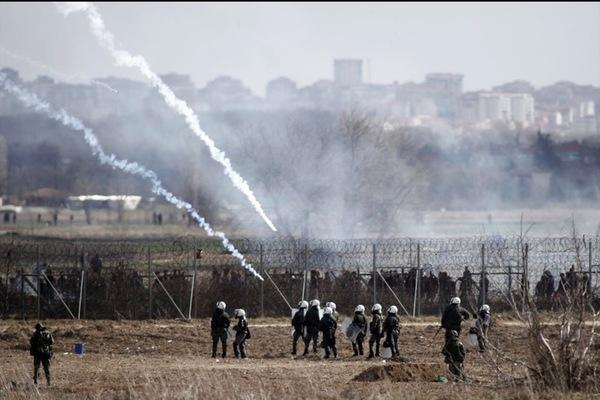 Biên giới Hy Lạp - Thổ Nhĩ Kỳ chìm trong khói lửa
